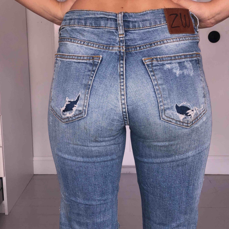Boyfriend jeans (fast ganska tighta) köpta på zara. Frakt tillkommer    betalning sker ... 88a9d7ac5a599