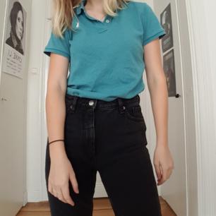 Jeans från Monki i storlek 27 (motsvarar 36), säljer då jag har ett par nästan likadana som jag använder mer. Perfekta nu till hösten!