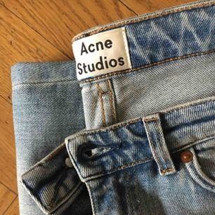 Ljustvättade jeans från Acne. Knappt använda. Lägg gärna ett bud.