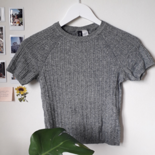 Jättefin turkos tröja från hm. Använd ett fåtal gånger, fint skick 🌿 kan mötas upp i sthlm, södertälje, norrköping. köparen betalar frakt.