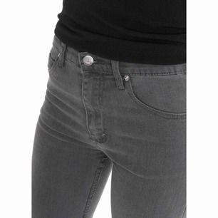c85fd10ee155 Shorts från Cheap Monday i storlek 31/M. I samma modell som på första