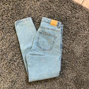 Mom jeans från zara. Använda ett fåtal gånger.
