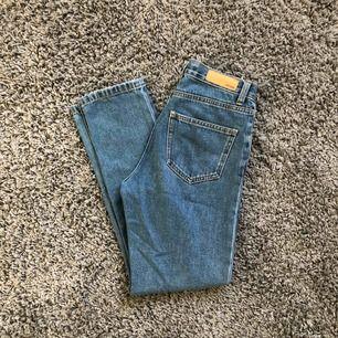 Raka jeans från bikbok. Lite små så kommer ej till användning.