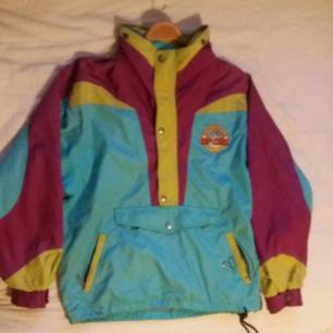 Vintage Rip Curl jacka, invikbar luva, magficka. Tunn men väldigt varm, har själv haft den på många snowboard/ surf resor.