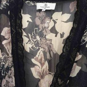 Kofta/kimono från flash woman! Köparen står för frakt:)