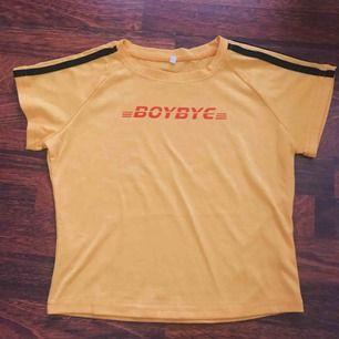 Jättefin oanvänd t-shirt. T-shirt är i storlek M men känns mer som en S ✨