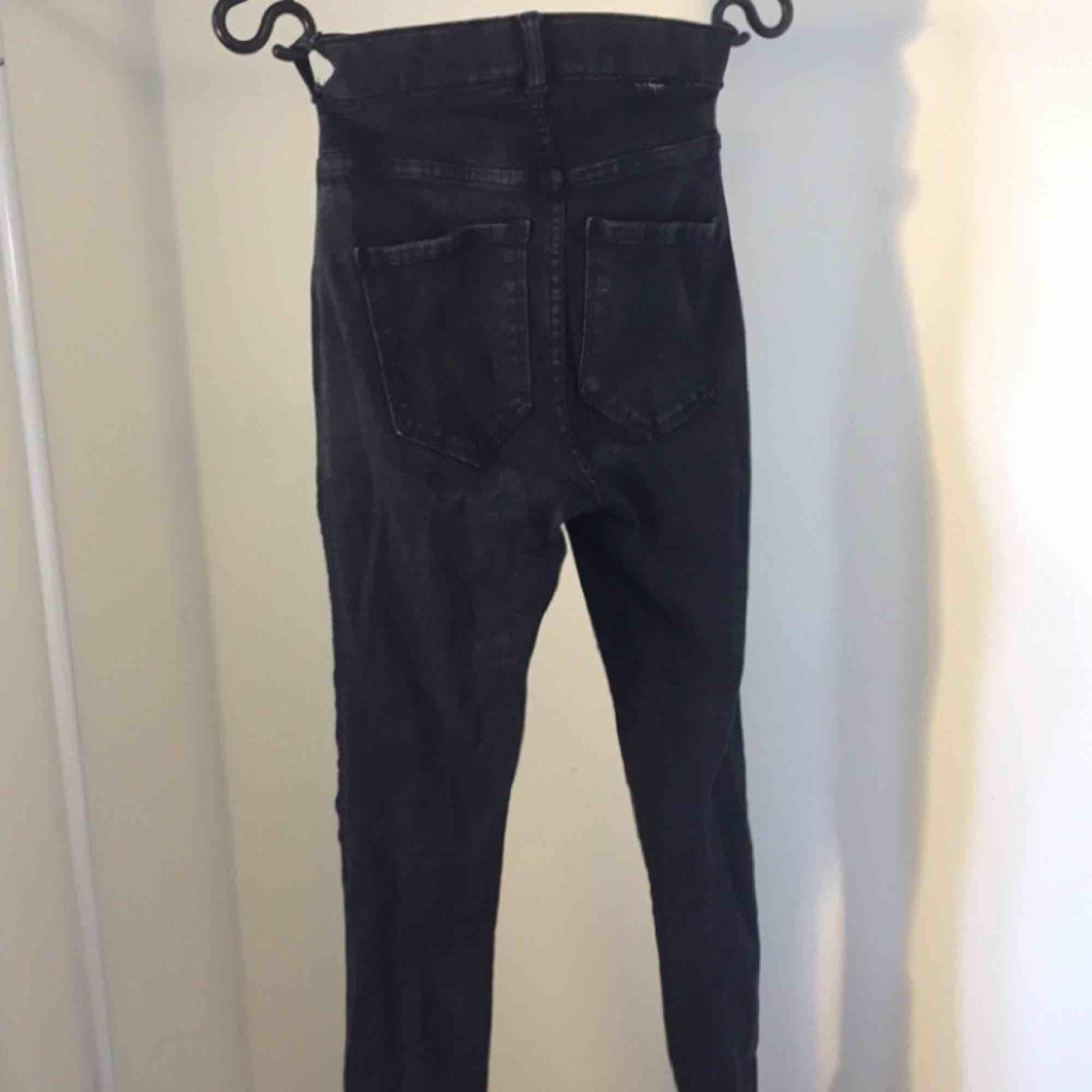Dr.Denim Plenty jeans i svart Möts upp i Nässjö eller betala extra för frakt!. Jeans & Byxor.