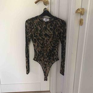 Leopard MESH body från Rebecca Stella, + 35kr frakt