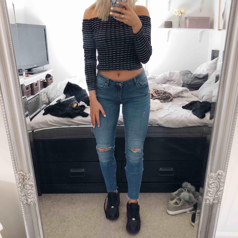 Snygga jeans från Lager157. 100kr + 50kr frakt via swish. Skorna finns också till salu!. Jeans & Byxor.