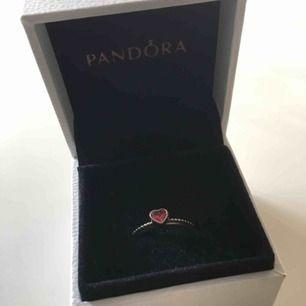 Pandora ring i storlek 18. Endast testad, självklart äkta. Asken medföljer.