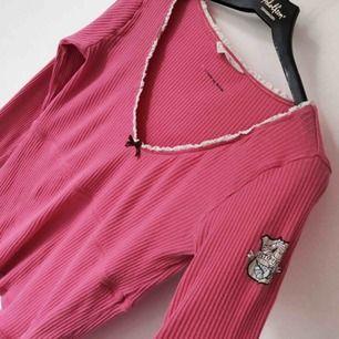Superfin mörk rosa tröja från Odd Molly. Jättefint skick. (Bild lånad)