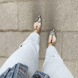 Snakemönstrade sandaler från Jennie-Ellen i skinn, älskar dem men har inte plats för alla mina skor..måste bli av med några tyvärr ❤️