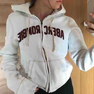 Suberhärlig hoodie från abercrombie.   Köparen står för frakt (: