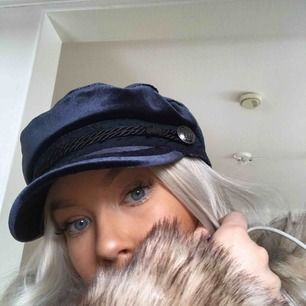 Marinblå bakerboy hatt i sammet 🦋 köpt på hm!