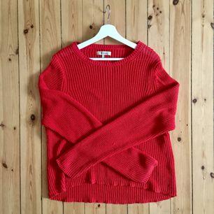 Supermysig stickad tröja från Whyred! Välanvänd men fortfarande jättemysig! Står strl S, men skulle uppskatta den till en L!