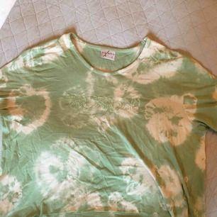 Tre fina t-shirts! Säljer alla tillsammans för 50kr, eller separat för 25kr. Fråga gärna om du undrar om storlek eller vill ha fler bilder:)