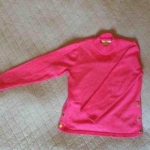 Fin rosa tjocktröja från Lindex! Från barnavdelningen men passar en XS.