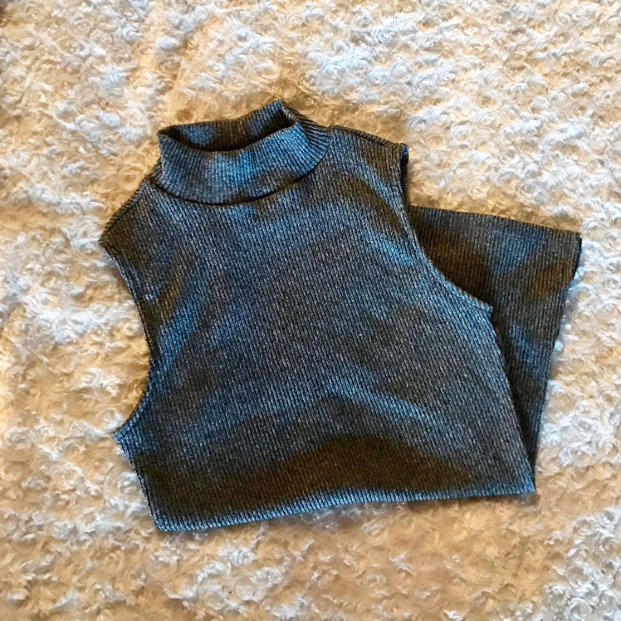 Säljer detta snygga och tighta pololinnet ifrån Lager 157. I jättebra skick och passform! 💞. Toppar.