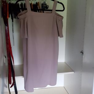 beige nude klänning.oanvänd