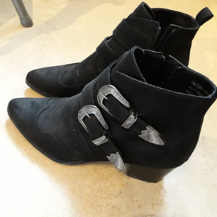 Super cool boots. Used only a few times. Size 40/41.
