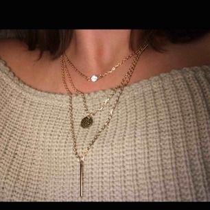 Jätte fint halsband med tre som sitter ihop. Helt nytt aldrig använt. Frakt tillkommer!