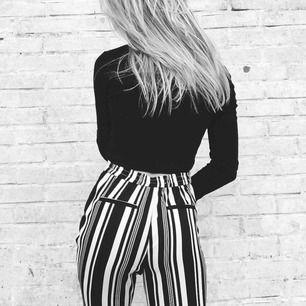 Super snygga byxor med härligt mönster som jag tyvärr inte använder så ofta som jag önskar! Har för mycket byxor. Frakten är inkluderad och dm för mer info :) (Mina bilder)