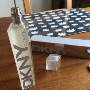 helt oanvänd parfym som kostade ca 400 kr. hämtas i sthlm eller skickas om köparen betalar frakt.  jag säljer massor av produkter & plagg, vill du ha flera saker blir det mängdrabatt.