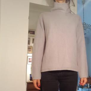 Stickad grå tröja