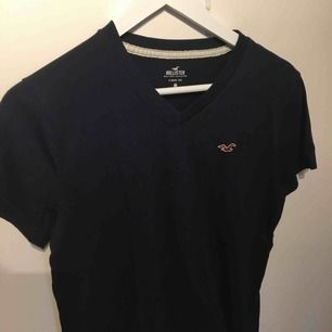 V-ringad tröja från Hollister