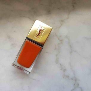 Ny nagellack från YSL, nr 44 - Ambre Gingembre. Perfekt färg för höst 🍂 Nypris ca 260 kr. Hämtas i Uppsala eller skickar (frakt 20 kr)