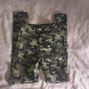 Skinny Army jeans från Madlady storlek: xs. Helt nya, endast testade. Säljer dom pågrund av att dom inte passar mig. Finns ej att köpa längre men nypriset var 349kr. Tar betalt via Swish. Kontakta mig om du har fler frågor.💞