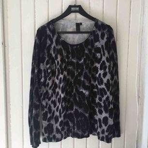 Sååå fin och skön tröja med trendigt leopardprint på!!  Perfekt till hösten 💋 Köparen betalar frakt ❤️ (15kr)