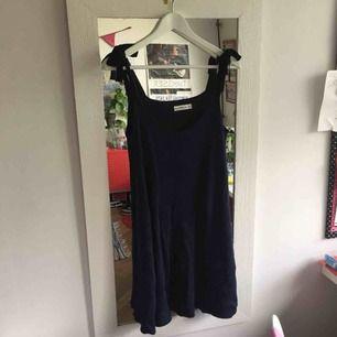 Asfin blå stickad klänning från zara!