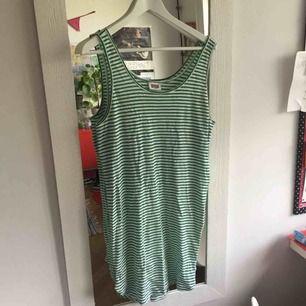 oversized linne som man kan ha som klänning! från weekday!