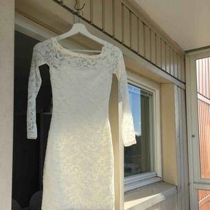 Super fin klänning från Nelly använd 1 gång! Perfekt för skolavslutning, student etc!