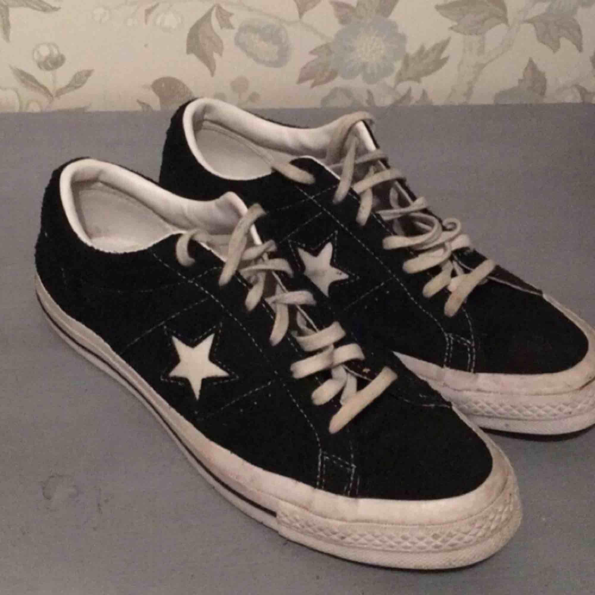 the latest 7a168 be133 Converse One Star Ox, köpta på UO. Nypris 800kr. Storlek 42 men passar