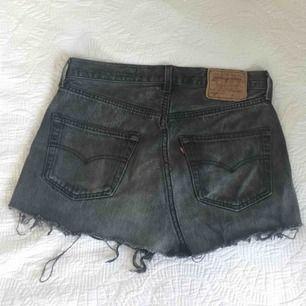 Minikjol från Levi's💕 (Säljer eftersom den är för liten storlek.)  ✔️Frakten ingår