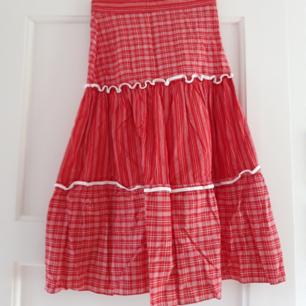 Super söt kjol som är en lite 38 i storlek så skulle säga att det ä typ en xs. Den är från 70-talet i super duper bra skick! Köparen står för frakten och tar gärna swish😊