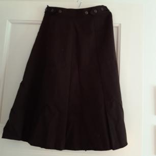 Brun retro kjol från 70-talet  i super bra skick! Köparen står för frakten och tar gärna swish😊