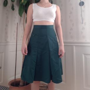 Super härlig och snygg retro kjol från 70-talet i super bra skick! Tar gärna swish och köparen står för frakten🌻