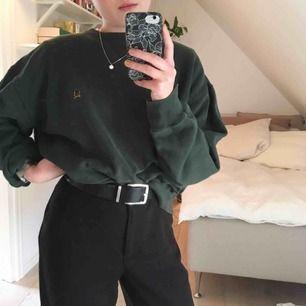 Såå ball vintage oversized tröja från Tommy Hilfiger i fin grön färg (nyansen ses bäst på sista bilden)! Jag har vanligtvis strl S. Möts upp i Helsingborg, annars tillkommer frakt💌 Skriv om du har frågor eller vill se fler bilder!