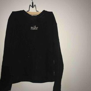 Jättefin sweatshirt, används dock inte tillräckligt😢 Köper för 250 här på Plick, men pris kan diskuteras! Frakt betalas av köparen😘😘😘