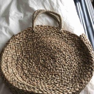 Rund stråväska, köpt på Bali