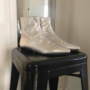 Silver boots, Soft Leather