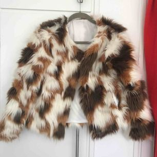 Short fur jacket, Lovely texture, Great posture