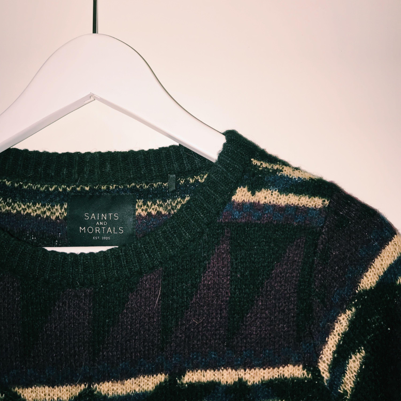Stickad tröja ifrån carlings som lägger sig jättefint på kroppen. Tyvärr blivit för liten på mig då ärmarna är alldeles för korta. DU KAN KÖPA ALLA TRE STICKADE TRÖJOR FÖR ENDAST 150kr. (Egentligen skulle de gå på 190kr). Stickat.