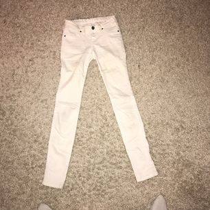 Slim dr denim jeans. Lågmidjade, ord.pris 500kr