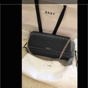 Äkta DKNY väska nästan ny använt bara en gång