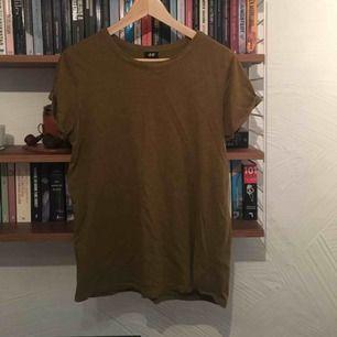 Basic t-shirt från hm. Storlek S