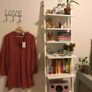 mörkrosa fin klänning från NLY TREND som aldrig kommit till användning!  (observera att den är lite stor för mig på bilden) fraktkostnad tillkommer💃🏽